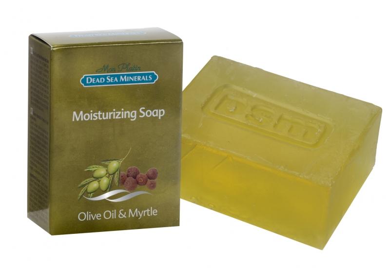 Mon Platin DSM Увлажняющее мыло с оливковым и миртовым маслом 120гDSM203Увлажняющее мыло, обогащенное минеральными веществами Мертвого моря и глицерином, тщательно очищает кожу, увлажняя ее, придавая блеск и упругость. Оливковое масло содержит большое количество антиоксидантов и витамины А + Е, которые сохраняют кожу здоровой и гладкой. Обогащено высококонцентрированными цветочными экстрактами ромашки и алоэ, оливковым маслом, миртовым маслом.
