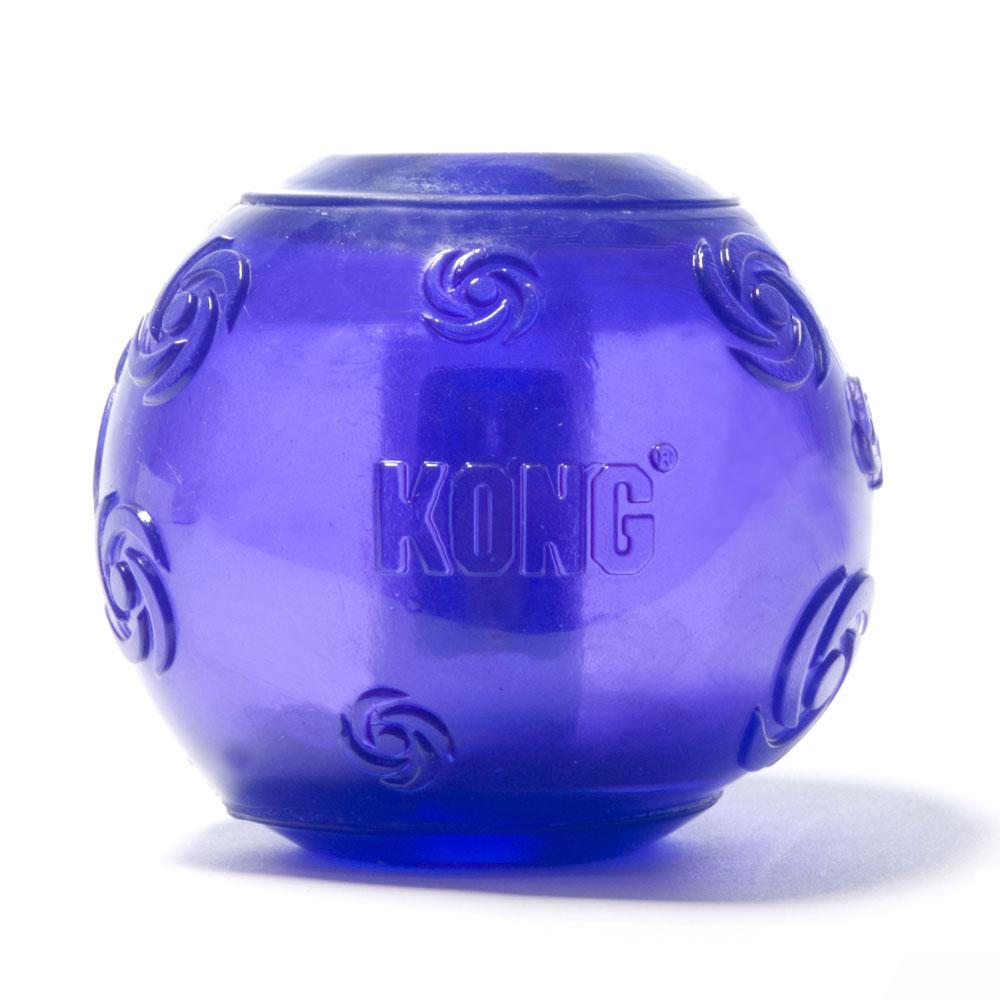 Игрушка для собак Kong Сквиз Мячик, средний, с пищалкой, цвет: фиолетовыйPSB2_фиолетовыйИгрушка для собак Kong Сквиз Мячик выполнена из прочной и безопасной синтетической резины. Пищалка утоплена в слой резины, что не позволяет собаке вынуть ее.