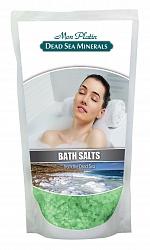 Mon Platin DSM Натуральная Соль Мёртвого моря с ароматическими маслами (зеленая) 500 гDSM91Натуральная соль Мертвого моря с ароматическими маслами содержит единственный в мире минеральный состав, который благоприятно влияет как на кожу, так и на состояние организма в целом. Практически все элементы таблицы Менделеева представлены в составе соли Мертвого моря. Высокая концентрация магния, калия, кальция, брома, йода оказывают общеукрепляющее действие. Способствует регенерации кожи, делает её более упругой и улучшает тургор, улучшает кровообращение, укрепляет стенки сосудов, заживляет раны, активно участвует в обменных процессах. Натуральные масла розы, жасмина, лемонграсса и сосны, входящие в состав соли, смягчают, увлажняют, тонизируют и питают кожу, снимают усталость и стресс.