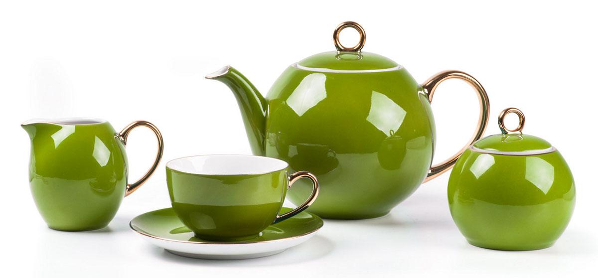 Monalisa 3128 чайный сервиз 15 пр, цвет: фисташковый с золотом5 595 113 128Чайник 1 л, сахарница 230мл, молочник 230мл, чайная пара 210 мл *6 штук. Фарфор фабрики Tunisie Porcelaine, производится в Тунисе из знаменитой своим качеством и белизной глины, добываемой во французской провинции Лимож.Преимущества этого фарфора заключаются в устойчивости к сколам и трещинам, что возможно благодаря двойному термическому обжигу. Европейский дизайн, декор и формы обеспечиваются за счет тесного сотрудничества фабрики с ведущими мировыми дизайн-бюро такими как: Nelly Reynal, Yves De la Rosiere, Sarah Anderson, Heracles.
