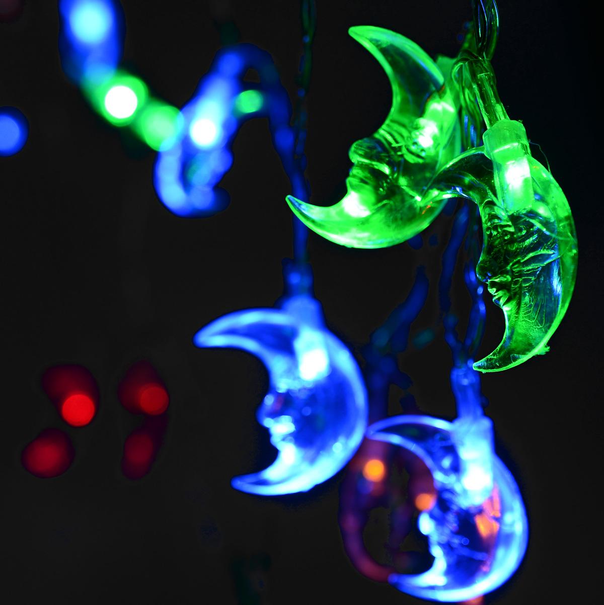 Новогодняя гирлянда Lunten Ranta Месяц, на батарейках, цвет: прозрачный, длина 2,8 м66415Новогодняя гирлянда Lunten Ranta Месяц украсит интерьер вашего дома или офиса в преддверии Нового года. Изделие изготовлено из пластика и металла, оснащено 20 LED лампами. Гирлянда работает на 3 батарейках типа АА (1,5 V) (не входят в комплект). Предназначена для использования внутри помещения. Оригинальный дизайн и красочное исполнение создадут праздничное настроение. Откройте для себя удивительный мир сказок и грез. Почувствуйте волшебные минуты ожидания праздника, создайте новогоднее настроение вашим дорогим и близким. Количество ламп: 20 шт. Длина гирлянды: 2,8 м.