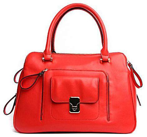 Сумка женская Milana, цвет: красный. 141055-1-140141055-1-140Элегантная сумка Milana выполнена из искусственной кожи. Изделие декорировано клапаном с металлической застежкой-вертушкой и оригинальным кантом. Сумка закрывается на застежку-молнию. На лицевой стороне изделия - три втачных кармана на застежке-молнии и один накладной карман также на застежке-молнии. Внутри - одно большое отделение. Также внутри - один втачной карман на застежке-молнии и два накладных кармана для телефона и разных мелочей. На дне сумки расположены металлические ножки, что помогает защитить ее от механических повреждений. Изделие оснащено удобным плечевым ремнем, который регулируются по длине. В этом сезоне этот модный аксессуар поможет вам быть в тренде!