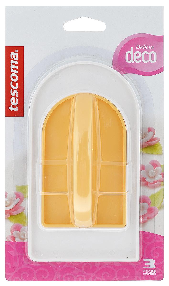 Набор для разглаживания мастики Tescoma Delicia Deco, цвет: желтый, 2 предмета632900_желтыйНабор Tescoma Delicia Deco, изготовленный из высококачественного пластика, состоит из двух инструментов, которые прекрасно подходят для разглаживания тортов и пирожных, покрытых марципаном, мастикой и другими кондитерскими материалами. Белый инструмент идеален для разглаживания больших поверхностей, цветной съемный с удобной ручкой - для рельефных, сложных поверхностей, острых, и закругленных краев. Можно мыть в посудомоечной машине. Размер инструмента (для больших поверхностей): 15 см х 7,5 см х 1 см. Размер съемного инструмента: 10 см х 5,5 см х 2,5 см.
