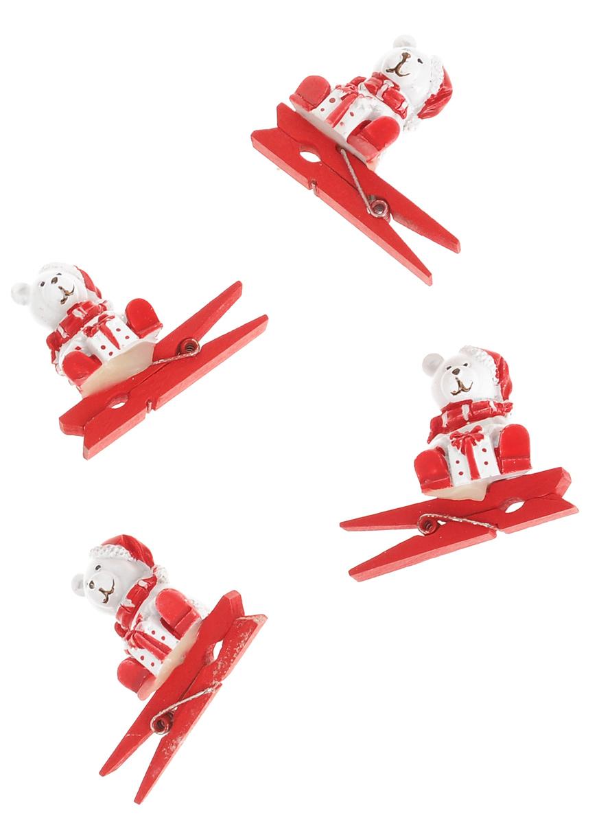 Новогодняя прищепка Феникс-презент Мишка с подарком, 4 шт38485Новогодние прищепки Феникс-презент Мишка с подарком выполнены из древесины березы и украшены веселыми фигурками из полирезины. Изделия используются для развешивания стикеров на веревке и маленьких игрушек, также прекрасно подойдут для декора новогодней ели. Оригинальность и веселые цвета прищепок будут радовать глаз и создадут праздничное настроение в преддверии Нового года. Размер фигурки: 2 см х 2,5 см х 2,5 см.