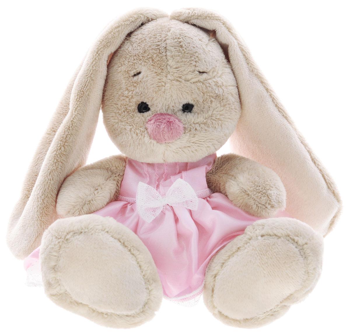 Мягкая игрушка Зайка Ми в платье цвет розовый 15 смSidXm78Мягкая игрушка Зайка Ми подарит малышу немало прекрасных мгновений. Мягкая игрушка изготовлена на основе сказочных образов двух зайчиков. Зайки Мика и Мия похожи друг на друга, как две пуговки на одной рубашке. Поэтому все зовут их ЗайкаМи. Эти милые зайки необыкновенно творческие натуры и ни минуты не сидят без дела. Выбери своего Зайку, или собери их несколько вместе! У Зайки маленькие черные глазки, длинные мягкие ушки и симпатичный носик. На игрушке нарядное бледно-розовое платьице из блестящего креп-атласа. Платье сшито с нижней, пышной юбочкой из белой сеточки с серебряной нитью. Платье украшено нежным бантиком из сеточки. Мягкие игрушки очень полезны для малышей, потому как весьма позитивно влияют на детскую нервную систему, прогоняя всевозможные страхи. Играя, малыш развивает фантазию и воображение, развивает тактильную чувствительность и хватательные рефлексы. Игрушка выполнена из нетоксичных гипоаллергенных материалов и содержит мелкие гранулы,...
