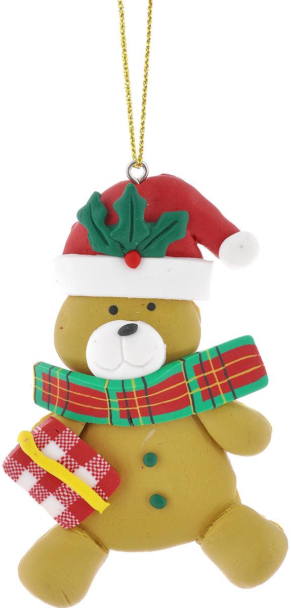 Новогоднее подвесное украшение Lunten Ranta Мишка с подарком62487_подарокПодвесное украшение Lunten Ranta Мишка с подарком, изготовленное из ПВХ, прекрасно подойдет для праздничного декора вашей ели. Оригинальное новогоднее украшение выполнено в виде забавного медведя в шапке с подарком. С помощью специальной текстильной петельки его можно повесить в любом понравившемся вам месте. Но удачнее всего такая игрушка будет смотреться на праздничной елке. Елочная игрушка - символ Нового года и Рождества. Она несет в себе волшебство и красоту праздника. Создайте в своем доме атмосферу веселья и радости, украшая новогоднюю елку нарядными игрушками, которые будут из года в год накапливать теплоту воспоминаний.