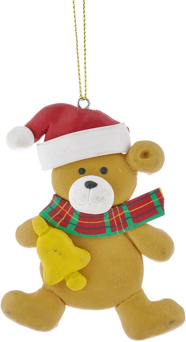 Новогоднее подвесное украшение Lunten Ranta Мишка с колокольчиком62487_колокольчикПодвесное украшение Lunten Ranta Мишка с колокольчиком, изготовленное из ПВХ, прекрасно подойдет для праздничного декора вашей ели. Оригинальное новогоднее украшение выполнено в виде забавного медведя в шапке и с колокольчиком. С помощью специальной текстильной петельки его можно повесить в любом понравившемся вам месте. Но удачнее всего такая игрушка будет смотреться на праздничной елке. Елочная игрушка - символ Нового года и Рождества. Она несет в себе волшебство и красоту праздника. Создайте в своем доме атмосферу веселья и радости, украшая новогоднюю елку нарядными игрушками, которые будут из года в год накапливать теплоту воспоминаний.