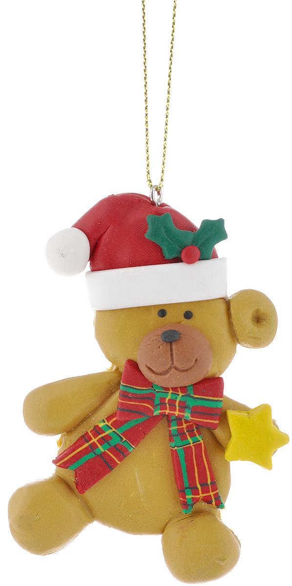 Новогоднее подвесное украшение Lunten Ranta Мишка со звездой62487_звездаПодвесное украшение Lunten Ranta Мишка со звездой, изготовленное из ПВХ, прекрасно подойдет для праздничного декора вашей ели. Оригинальное новогоднее украшение выполнено в виде забавного медведя в шапке со звездой. С помощью специальной текстильной петельки его можно повесить в любом понравившемся вам месте. Но удачнее всего такая игрушка будет смотреться на праздничной елке. Елочная игрушка - символ Нового года и Рождества. Она несет в себе волшебство и красоту праздника. Создайте в своем доме атмосферу веселья и радости, украшая новогоднюю елку нарядными игрушками, которые будут из года в год накапливать теплоту воспоминаний.