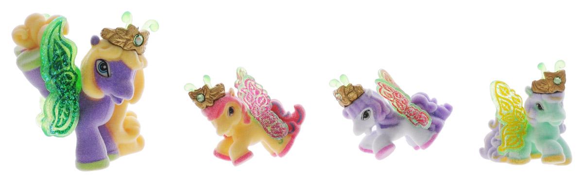 Filly Набор фигурок Волшебная семья TiaTia/astM770041-3850Набор фигурок Filly Волшебная семья Tia придется по вкусу вашей дочурке, ведь все девочки обожают волшебных лошадок Filly! Набор включает большую фигурку лошадки Тии и фигурки трех жеребят. Также в набор входят 4 карточки героев и красочный иллюстрированный буклет. Фигурки выполнены из прочного пластика и покрыта мягким флоком. У лошадки есть яркие полупрозрачные крылья, оформленные множеством сверкающих блесток. На крылышках каждой лошадки-бабочки изображен герб семейства, к которому они принадлежат. Лошадки-бабочки Filly живут в прекрасном саду посреди волшебного леса Папиллия. Помимо крылышек бабочки, от обычных лошадок Филли отличаются также небольшими антеннами и короной со сверкающим кристаллом Swarovski на голове. Ваша дочурка с удовольствием будет играть с этим набором и устраивать настоящие волшебные приключения в мире лошадок-бабочек Filly. Фигурки очаровательных лошадок станут любимыми игрушками вашей малышки и займут достойное место...