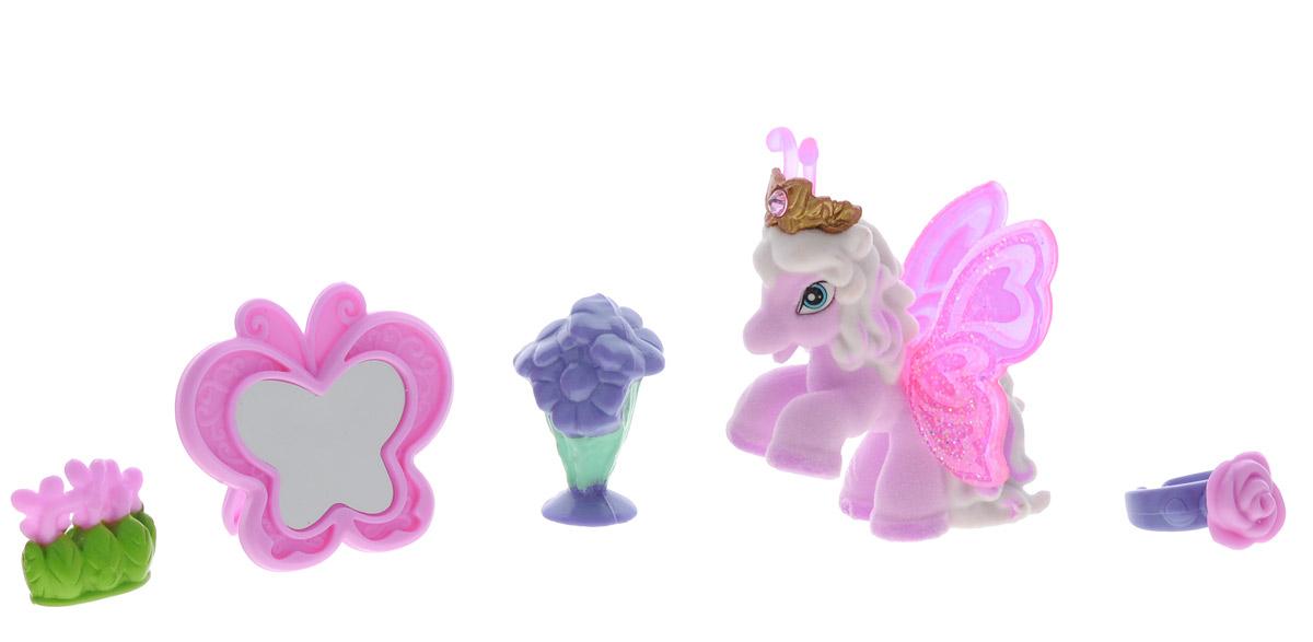 Filly Игровой набор Бабочка ValentinaValentina/astM770138-3850Игровой набор Filly Бабочка Valentina придется по вкусу вашей дочурке, ведь все девочки обожают волшебных лошадок Filly! Набор включает фигурку лошадки-бабочки Valentina, пианино для лошадки, зеркало в форме бабочки, 2 цветочных букета, кольцо для девочки, а также карточку персонажа и красочный буклет. Фигурка выполнена из прочного пластика и покрыта мягким флоком. У лошадки есть яркие полупрозрачные крылья, оформленные множеством сверкающих блесток. Помимо крылышек бабочки, от обычных лошадок Филли отличаются также небольшими антеннами и короной со сверкающим кристаллом Swarovski на голове. Ваша дочурка с удовольствием будет играть с этим набором и устраивать настоящие волшебные приключения в мире лошадок-бабочек Filly!