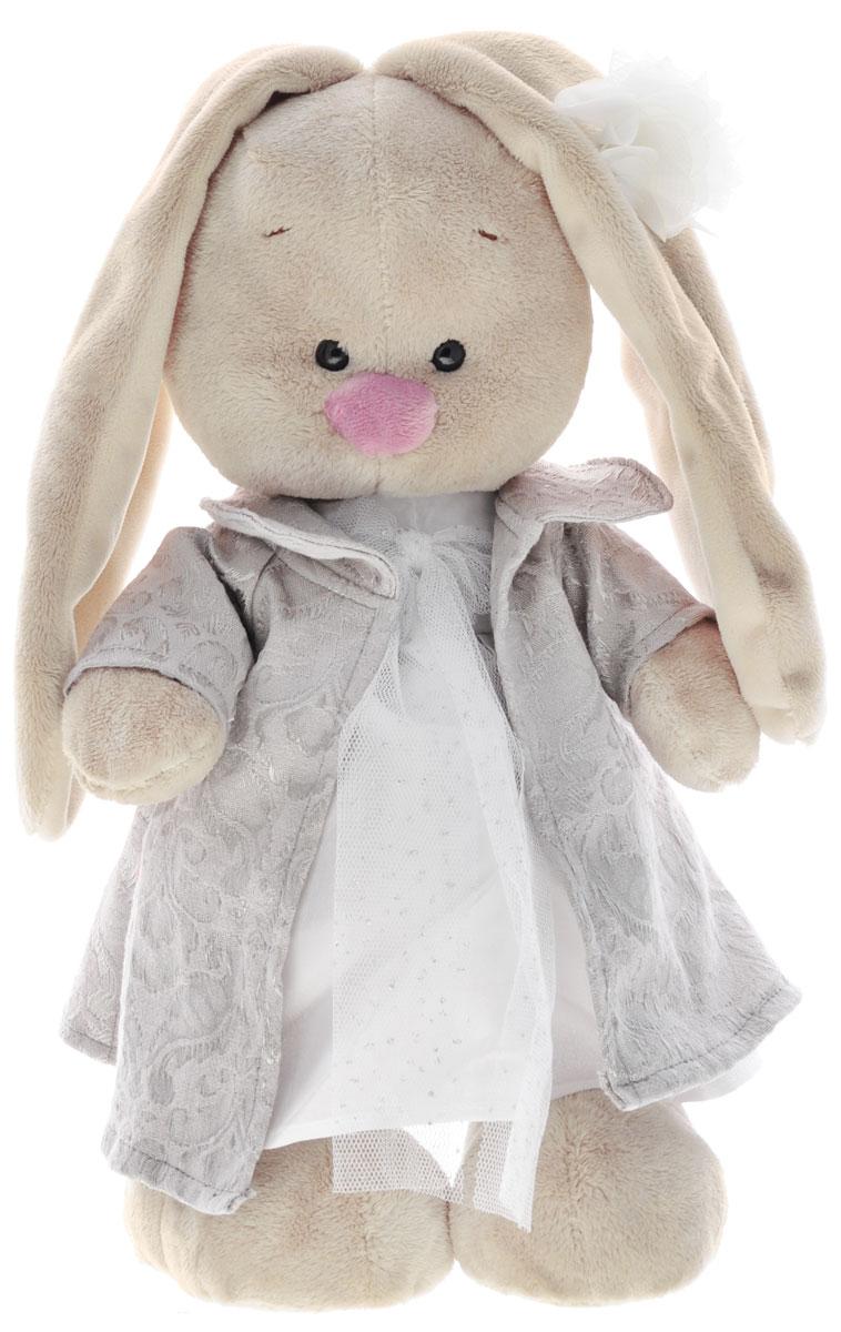 Мягкая игрушка Зайка Ми в платье и пальто цвет белый 32 смStM-062Мягкая игрушка Зайка Ми подарит малышу немало прекрасных мгновений. Мягкая игрушка изготовлена на основе сказочных образов двух зайчиков. Зайки Мика и Мия похожи друг на друга, как две пуговки на одной рубашке. Поэтому все зовут их ЗайкаМи. Эти милые зайки необыкновенно творческие натуры и ни минуты не сидят без дела. Выбери своего Зайку, или собери их несколько вместе! У игрушки маленькие черные глазки, длинные мягкие ушки и симпатичный носик. Лапки уплотнены, чтобы зайчик мог самостоятельно стоять. На Зайке легкое пальто из серого жаккардового хлопка с серебристым блеском и необычным орнаментом. Под пальто - кипенно-белое платье из крепа, украшенное воздушным бантом из белой сеточки с серебряной нитью. Мягкие игрушки очень полезны для малышей, потому как весьма позитивно влияют на детскую нервную систему, прогоняя всевозможные страхи. Играя, малыш развивает фантазию и воображение, развивает тактильную чувствительность и хватательные рефлексы. Игрушка...