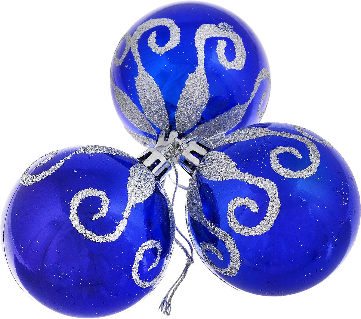 Набор новогодних подвесных украшений EuroHouse, цвет: синий, серебристый, диаметр 6 см, 3 штЕХ9103_синийНабор новогодних подвесных украшений EuroHouse прекрасно подойдет для праздничного декора новогодней ели. Набор состоит из 3 пластиковых украшений в виде глянцевых шаров, оформленных блестками. Для удобного размещения на елке для каждого изделия предусмотрена текстильная петелька. Елочная игрушка - символ Нового года. Она несет в себе волшебство и красоту праздника. Создайте в своем доме атмосферу веселья и радости, украшая новогоднюю елку нарядными игрушками, которые будут из года в год накапливать теплоту воспоминаний.