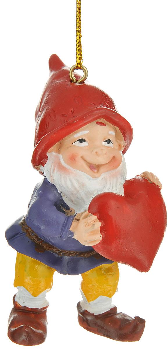 Новогоднее подвесное украшение Феникс-презент Влюбленный гном38974Новогоднее подвесное украшение Феникс-презент Влюбленный гном отлично подойдет для декора праздничной ели. Изделие выполнено из полирезины в виде гномика с сердечком. Игрушка оснащена петелькой для подвешивания на елку. Елочная игрушка - символ Нового года. Она несет в себе волшебство и красоту праздника. Создайте в своем доме атмосферу веселья и радости, украшая новогоднюю елку нарядными игрушками, которые будут из года в год накапливать теплоту воспоминаний.
