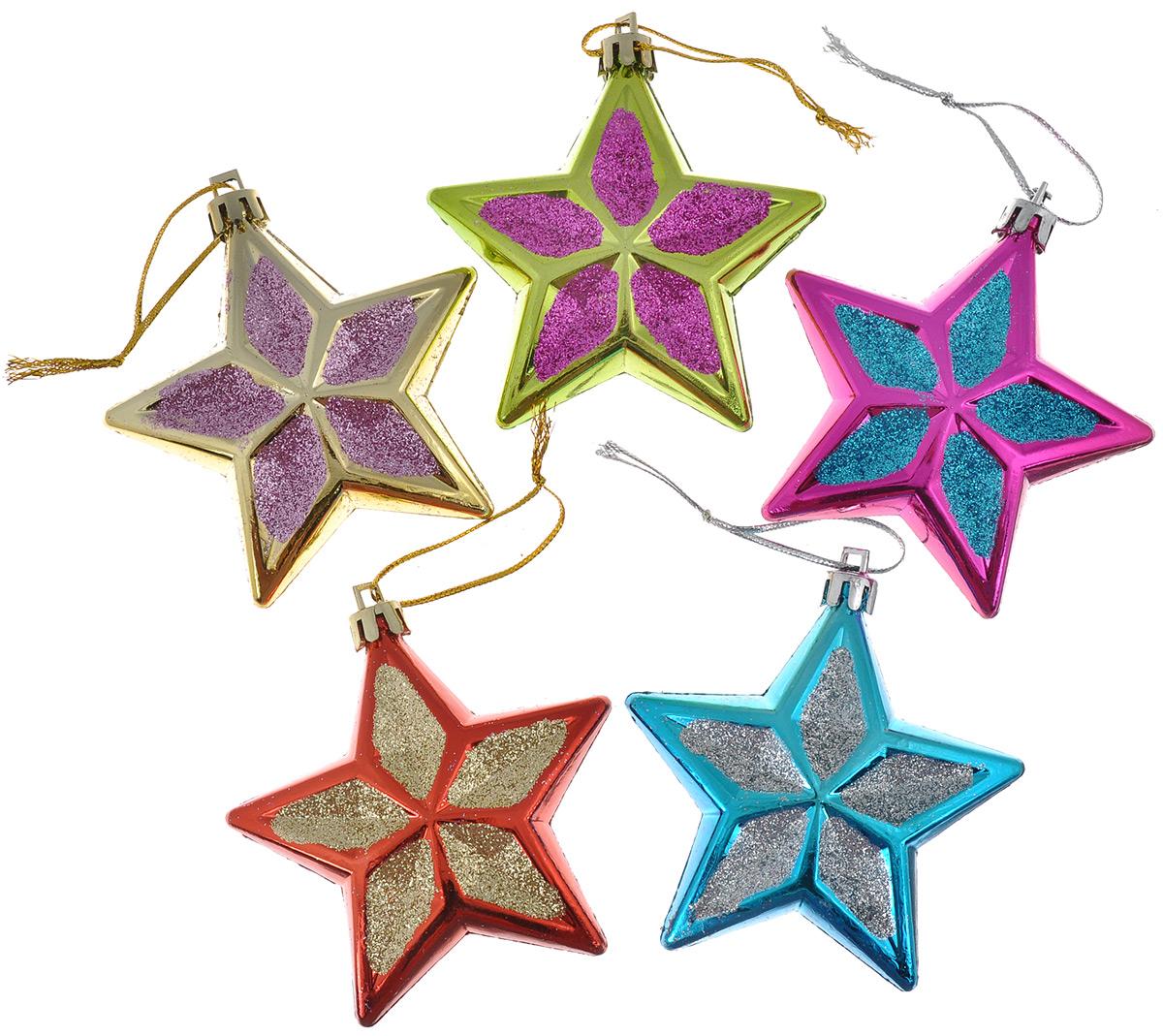 Набор елочных украшений EuroHouse Разноцветные звезды, 5 штЕХ 9108Набор EuroHouse Разноцветные звезды отлично подойдет для декора праздничной ели. В наборе 5 новогодних елочных игрушек, выполненных из глянцевого пластика в виде звездочек и покрытых сверкающим глиттером. Игрушки оснащены петельками для подвешивания. Елочная игрушка - символ Нового года. Она несет в себе волшебство и красоту праздника. Создайте в своем доме атмосферу веселья и радости, украшая новогоднюю елку нарядными игрушками, которые будут из года в год накапливать теплоту воспоминаний.