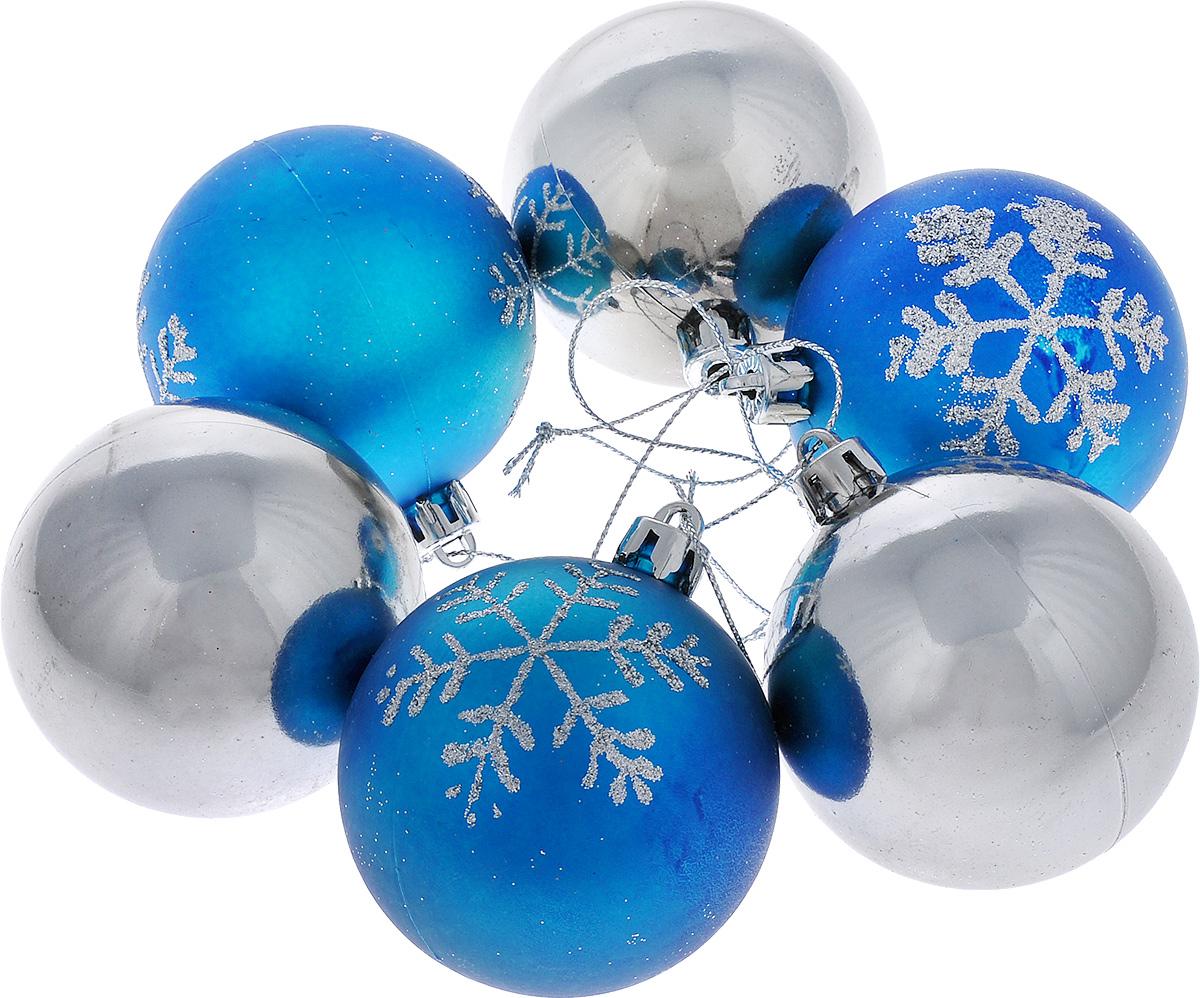 Набор новогодних подвесных украшений Lunten Ranta Морозное утро, цвет: синий, серебристый, диаметр 6 см, 6 шт65316_1Набор подвесных украшений Lunten Ranta Морозное утро прекрасно подойдет для праздничного декора новогодней ели. Набор состоит из 6 пластиковых украшений в виде матовых и глянцевых шаров, некоторые из которых украшены блестками. Для удобного размещения на елке для каждого украшения предусмотрена текстильная петелька. Елочная игрушка - символ Нового года. Она несет в себе волшебство и красоту праздника. Создайте в своем доме атмосферу веселья и радости, украшая новогоднюю елку нарядными игрушками, которые будут из года в год накапливать теплоту воспоминаний. Откройте для себя удивительный мир сказок и грез. Почувствуйте волшебные минуты ожидания праздника, создайте новогоднее настроение вашим дорогим и близким.