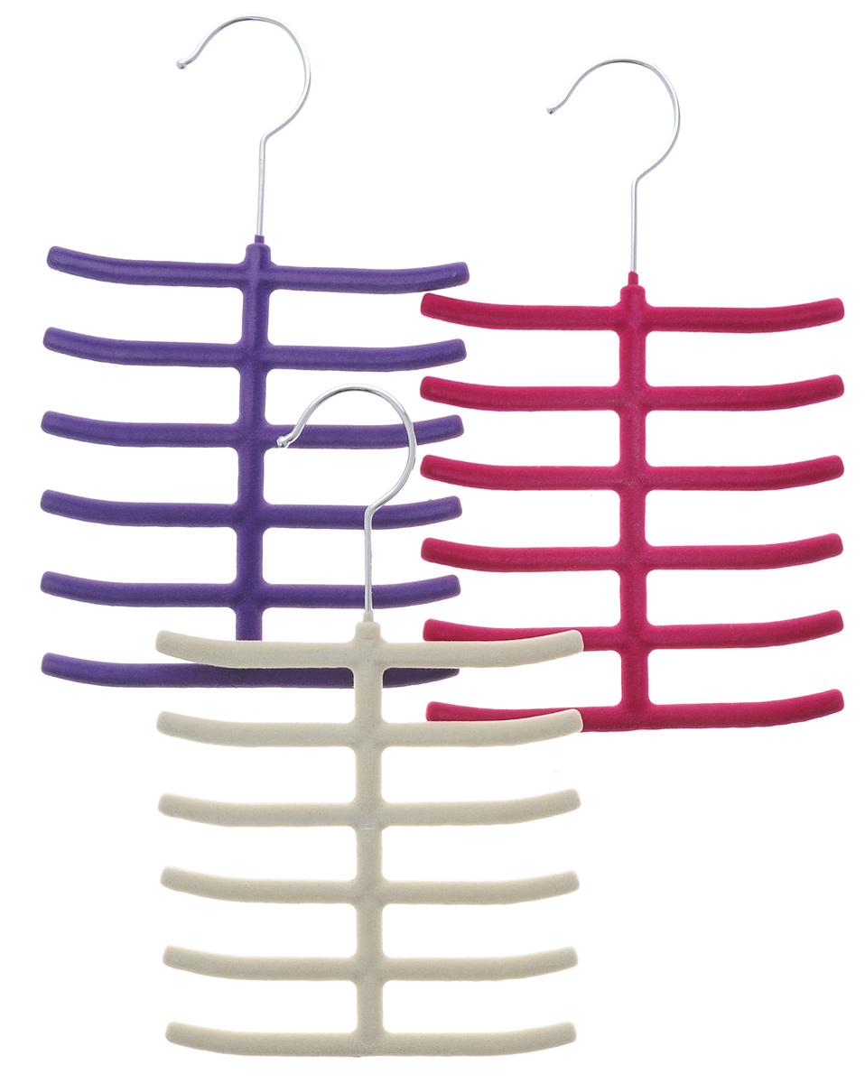 Набор вешалок для аксессуаров El Casa, цвет: фиолетовый, малиновый, молочный, ширина 16 см, 3 шт150040Набор разноцветных вешалок El Casa, изготовленный из пластика, имеет велюровое антискользящее покрытие. Благодаря перекладине и выемкам изделия подходят для универсального использования. Они безупречно справятся с хранением не только мужских, но и женских аксессуаров. Вешалка - это незаменимая вещь для того, чтобы ваша одежда всегда оставалась в хорошем состоянии. Комплектация: 3 шт. Размер вешалки: 26 см х 16 см х 0,8 см.
