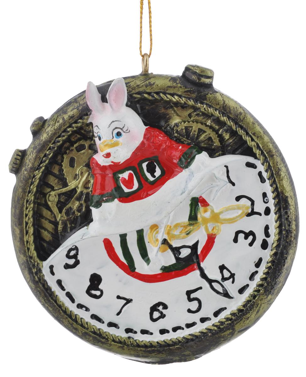 Новогоднее подвесное украшение Феникс-Презент Magic Time, диаметр 7 см38258Новогоднее подвесное украшение Феникс-Презент Magic Time отлично подойдет для декора праздничной ели. Изделие выполнено из полирезина. Украшение оснащено петелькой для подвешивания. Елочная игрушка - символ Нового года. Она несет в себе волшебство и красоту праздника. Создайте в своем доме атмосферу веселья и радости, украшая новогоднюю елку нарядными игрушками, которые будут из года в год накапливать теплоту воспоминаний.