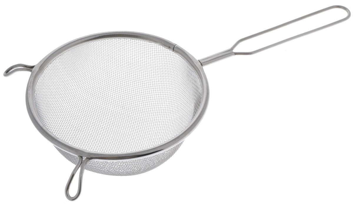 Сито Sam Mei, с ручкой, диаметр 14 смSM102-14Сито Sam Mei, выполненное из высококачественной нержавеющей стали, станет незаменимым аксессуаром на вашей кухне. Изделие идеально подходит для мытья и обсушивания салатов, зелени, овощей, фруктов и многого другого. Прочная стальная сетка и корпус обеспечивают изделию износостойкость и долговечность. Сито имеет эргономичную ручку и снабжено двумя отверстиями, благодаря которым изделие можно подвесить в удобном месте. Такое сито станет достойным дополнением к кухонному инвентарю. Диаметр рабочей поверхности: 14 см. Длина (с учетом ручки): 30,5 см. Высота стенок: 6,5 см.