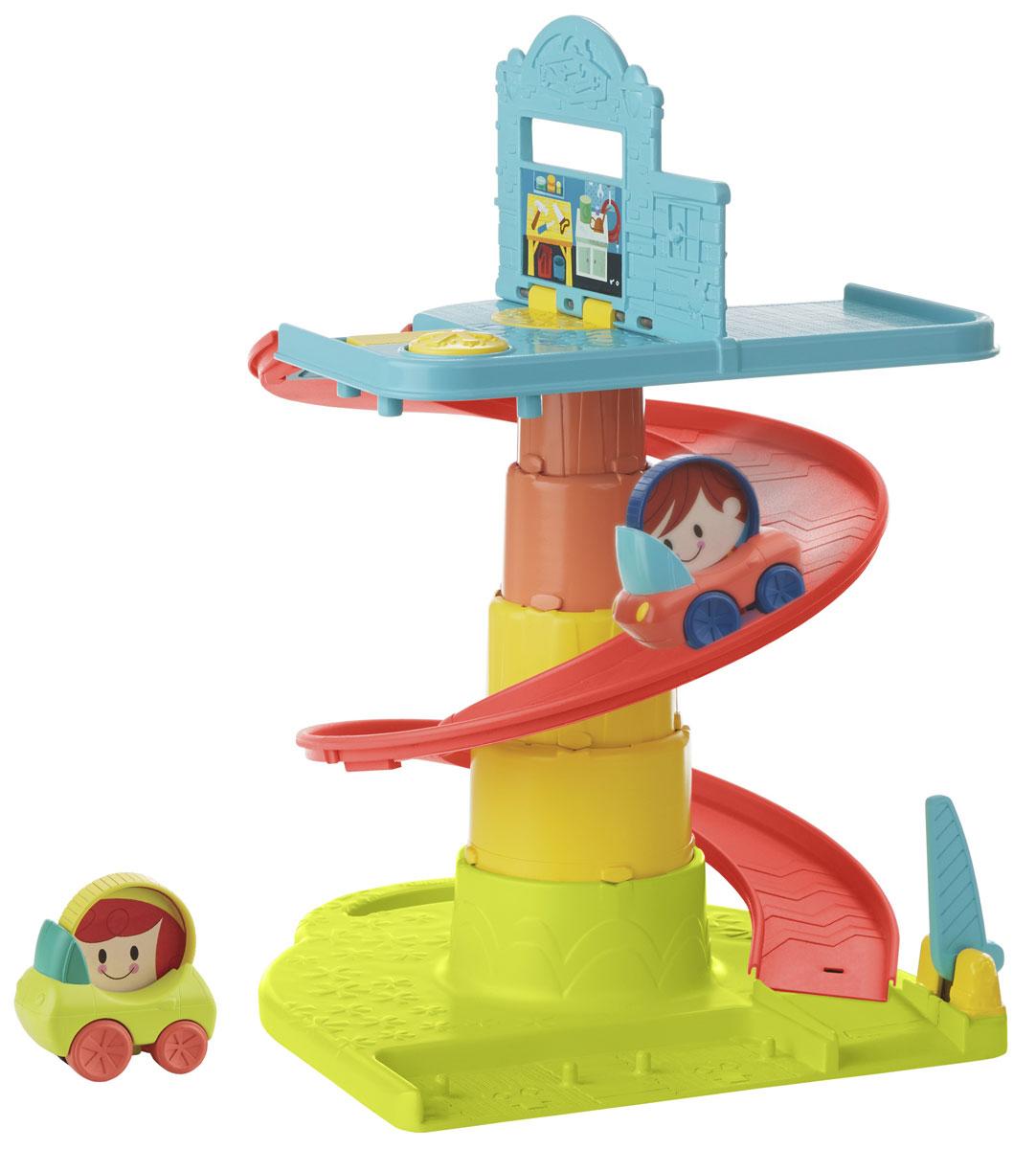 Playskool Игровой набор Веселый ГаражB1649EU4Игровой набор Playskool Веселый Гараж обязательно порадует вашего малыша. Теперь ребенок может начать игру в любом месте и в любое время с этой замечательной игрушкой Playskool Раскладывающийся веселый гараж. Займите игрой своего малыша, пуская любые предметы вниз по серпантину. Малыши нажимают рычаг на самом верху серпантина и запускают 1 или 2 машинки, которые будут жужжать, съезжая вниз. Маленькие пассажиры крутятся во время движения автомобиля, но малыш может крутить их и самостоятельно, развивая мелкую моторику рук и зрительно-моторную координацию. В самом низу серпантина можно открыть ворота, чтобы машинки выезжали на пол. Игрушка создана по принципу Поиграй-Сложи-Возьми с собой! Набор содержит дорогу-серпантин, 2 машинки, которые хранятся в основании и содержат забавных крутящихся человечков. Благодаря удобной ручке для переноски, игру легко брать в руки и носить. Ваш ребенок сможет часами играть с набором, придумывая разные истории. Порадуйте...