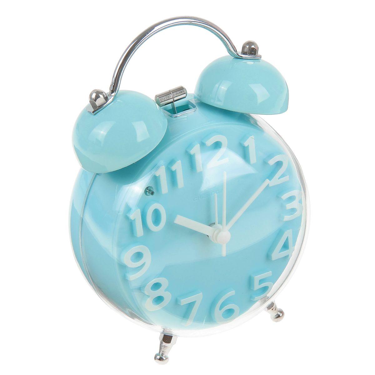 Часы-будильник Sima-land, цвет: голубой. 911447911447_голубойКак же сложно иногда вставать вовремя! Всегда так хочется поспать еще хотя бы 5 минут и бывает, что мы просыпаем. Теперь этого не случится! Яркий, оригинальный будильник Sima-land поможет вам всегда вставать в нужное время и успевать везде и всюду. Корпус будильника выполнен из пластика. Циферблат имеет индикацию белыми арабскими цифрами. Часы снабжены 4 стрелками (секундная, минутная, часовая и для будильника). На задней панели будильника расположена кнопка включения/выключения механизма, а также два колесика для настройки текущего времени и времени звонка будильника. Также будильник оснащен кнопкой, при нажатии которой подсвечивается циферблат. Пользоваться будильником очень легко: нужно всего лишь поставить батарейку, настроить точное время и установить время звонка. Необходимо докупить 1 батарейку типа АА (не входит в комплект).