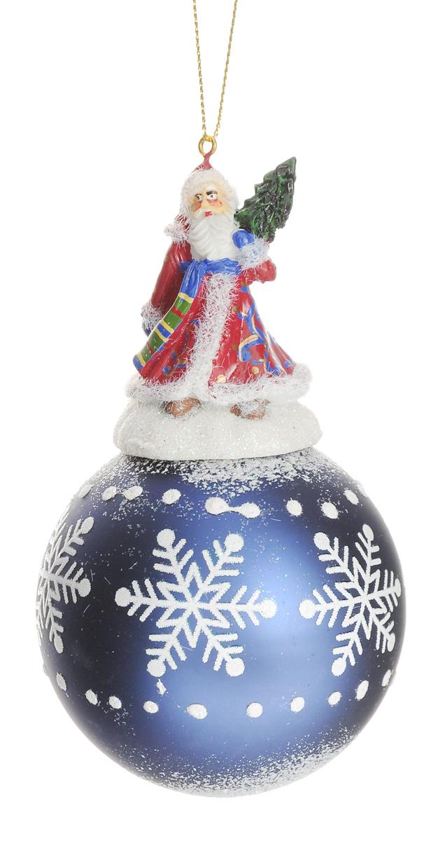 Новогоднее подвесное украшение Феникс-Презент Дед Мороз, диаметр 8 см38433Новогоднее украшение Феникс-Презент Дед Мороз отлично подойдет для декорации вашего дома и новогодней ели. Изделие, выполненное из стекла в виде елочного шара, оснащено забавной фигуркой Дедушки Мороза с елкой, изготовленной из полирезина. Изделие, декорированное блестками, оснащено текстильной петелькой для подвешивания. Елочная игрушка - символ Нового года. Она несет в себе волшебство и красоту праздника. Создайте в своем доме атмосферу веселья и радости, украшая всей семьей новогоднюю елку нарядными игрушками, которые будут из года в год накапливать теплоту воспоминаний. Коллекция декоративных украшений из серии Magic Time принесет в ваш дом ни с чем не сравнимое ощущение волшебства! Размер изделия (с учетом фигурки): 14 см х 8 см х 8 см.