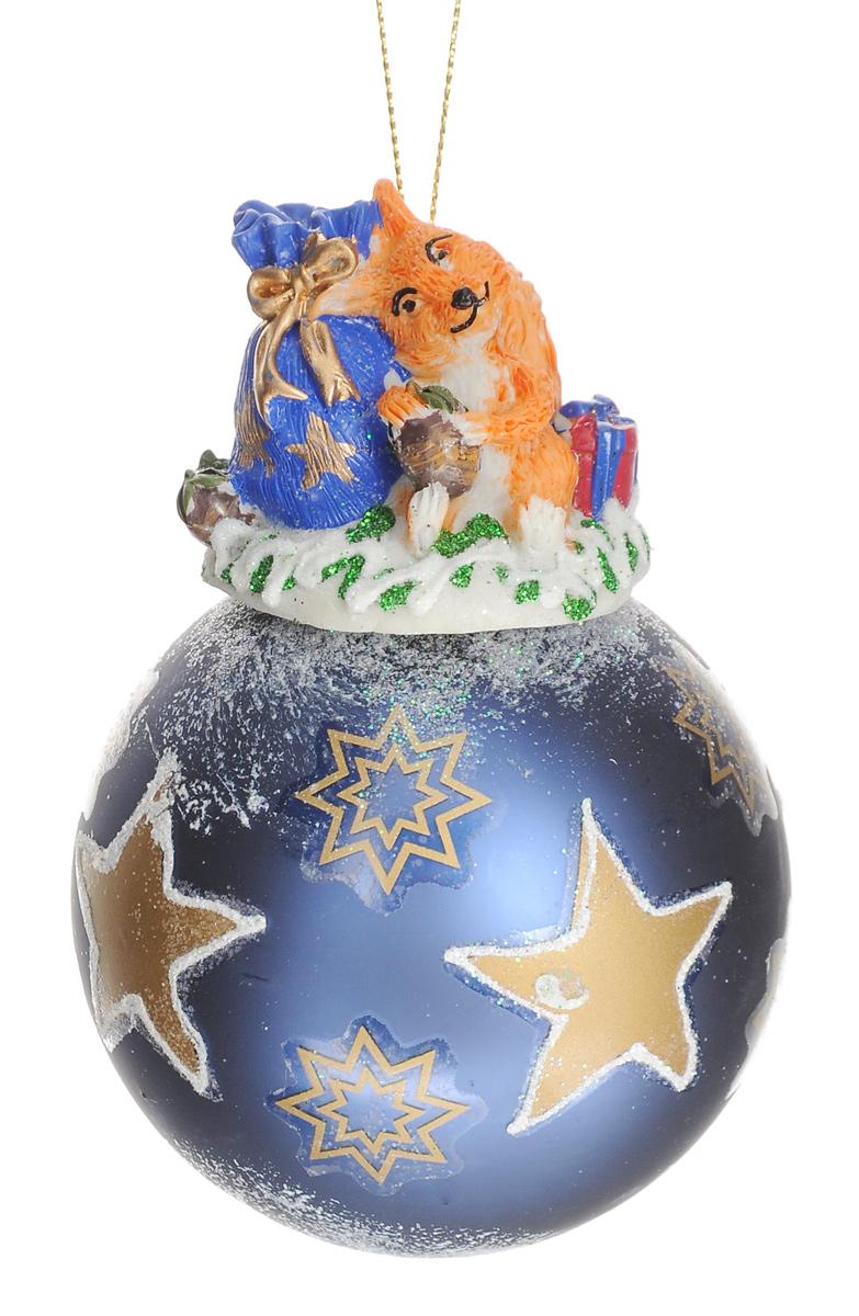 Новогоднее подвесное украшение Феникс-Презент Новогодний подарок, диаметр 8 см38422Новогоднее украшение Феникс-Презент Новогодний подарок отлично подойдет для декорации вашего дома и новогодней ели. Изделие, выполненное из стекла в виде елочного шара, оснащено забавной фигуркой белочки с мешком подарков, изготовленной из полирезина. Украшение, декорированное блестками, оснащено текстильной петелькой для подвешивания. Елочная игрушка - символ Нового года. Она несет в себе волшебство и красоту праздника. Создайте в своем доме атмосферу веселья и радости, украшая всей семьей новогоднюю елку нарядными игрушками, которые будут из года в год накапливать теплоту воспоминаний. Коллекция декоративных украшений из серии Magic Time принесет в ваш дом ни с чем не сравнимое ощущение волшебства! Размер изделия (с учетом фигурки): 12 см х 8 см х 8 см.