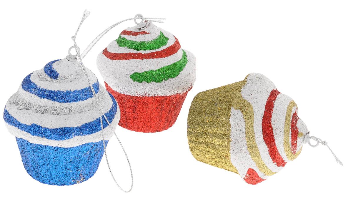 Набор новогодних подвесных украшений Euro House Кекс, цвет: золотистый, красный, синий, диаметр 8 см, 3 штЕХ 9170Набор новогодних подвесных украшений Euro House Кекс прекрасно подойдет для праздничного декора новогодней ели. Набор состоит из 3 пластиковых украшений разного цвета в виде сладостей, оформленных блестками. Для удобного размещения на елке для каждого украшения предусмотрена петелька, выполненная из текстиля. Елочная игрушка - символ Нового года. Она несет в себе волшебство и красоту праздника. Создайте в своем доме атмосферу веселья и радости, украшая новогоднюю елку нарядными игрушками, которые будут из года в год накапливать теплоту воспоминаний. Откройте для себя удивительный мир сказок и грез. Почувствуйте волшебные минуты ожидания праздника, создайте новогоднее настроение вашим дорогим и близким.