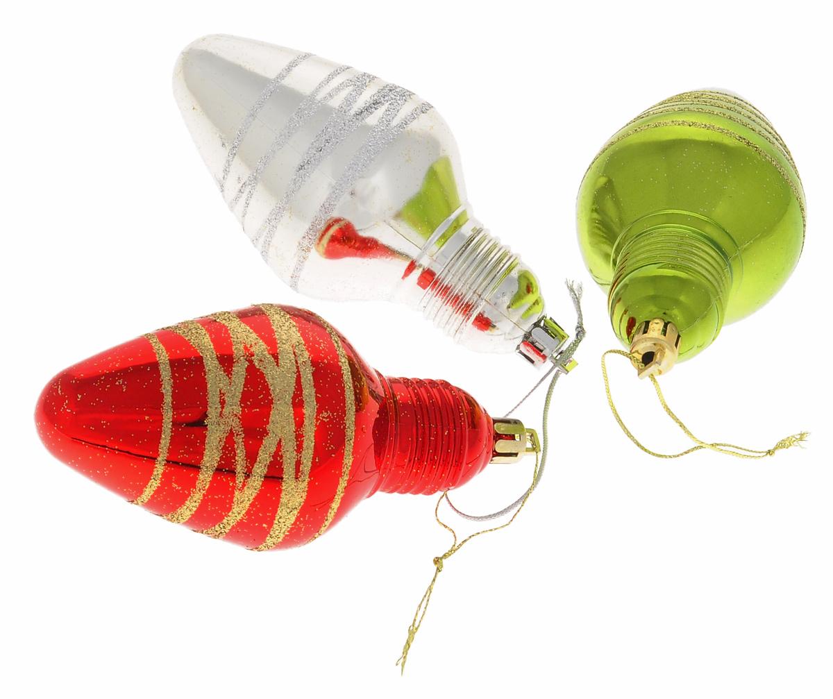 Набор новогодних подвесных украшений Euro House Лампочки, цвет: зеленый, красный, серебристый, 3 штЕХ 10996Набор новогодних подвесных украшений Euro House Лампочки прекрасно подойдет для праздничного декора новогодней ели. Набор состоит из 3 пластиковых украшений разного цвета, оформленных блестками. Для удобного размещения на елке для каждого украшения предусмотрена петелька, выполненная из текстиля. Елочная игрушка - символ Нового года. Она несет в себе волшебство и красоту праздника. Создайте в своем доме атмосферу веселья и радости, украшая новогоднюю елку нарядными игрушками, которые будут из года в год накапливать теплоту воспоминаний. Откройте для себя удивительный мир сказок и грез. Почувствуйте волшебные минуты ожидания праздника, создайте новогоднее настроение вашим дорогим и близким.