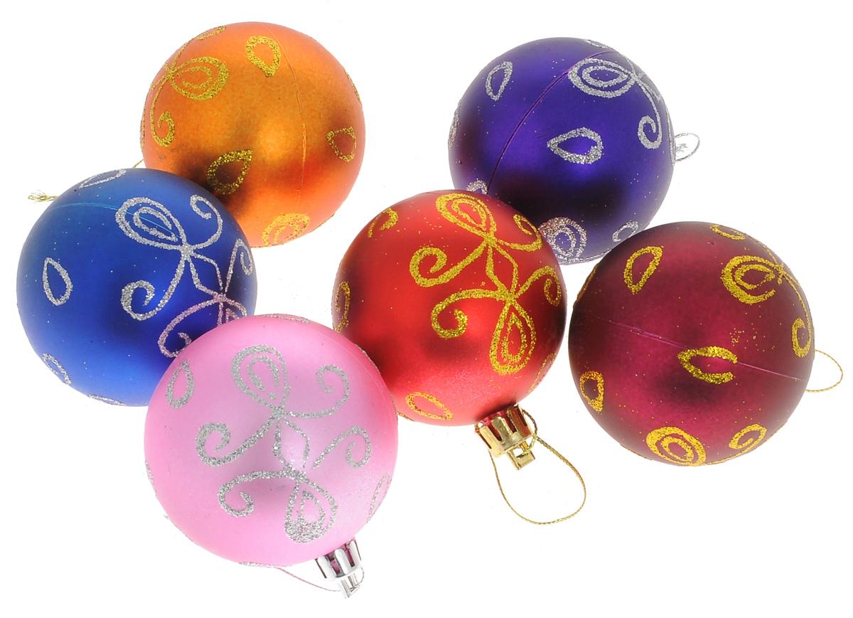 Набор новогодних подвесных украшений Euro House, диаметр 6 см, 6 шт. ЕХ 9231ЕХ 9231Набор новогодних подвесных украшений Euro House прекрасно подойдет для праздничного декора новогодней ели. Набор состоит из 6 пластиковых украшений в виде разноцветных матовых шаров, оформленных блестками. Для удобного размещения на елке для каждого изделия предусмотрена текстильная петелька. Елочная игрушка - символ Нового года. Она несет в себе волшебство и красоту праздника. Создайте в своем доме атмосферу веселья и радости, украшая новогоднюю елку нарядными игрушками, которые будут из года в год накапливать теплоту воспоминаний.