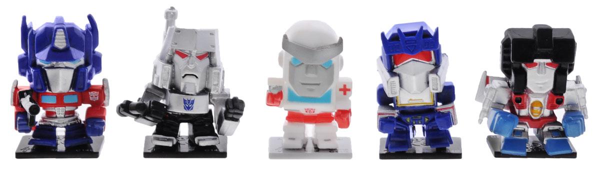 Transformers Набор коллекционных фигурок 5 штTRF350Набор коллекционных фигурок Transformers станет прекрасным подарком для поклонников фантастической саги! В наборе 5 фигурок. Каждая фигурка имеет свою оригинальную подставку для создания коллекции, а также карту с именем и характеристиками персонажа. Оборотная сторона представляет собой лентикулярный 3D пазл, являющейся частью картины, которую вы сможете собрать, имея полную коллекцию. Гид по коллекции есть в каждом наборе, рассказывающий о героях серии. Такой набор станет для вашего ребенка интересной игрушкой, познавательной головоломкой, и самое главное, что коллекционирование способствует формированию эстетического вкуса ребенка, расширяет его кругозор, развивает любознательность, а также помогает найти взаимопонимание со сверстниками.