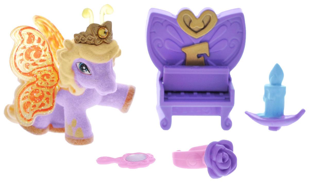 Filly Игровой набор Бабочка BeaBea/astM770138-3850Игровой набор Filly Бабочка Bea придется по вкусу вашей дочурке, ведь все девочки обожают волшебных лошадок Filly! Набор включает фигурку лошадки-бабочки Bea, пианино для лошадки, декоративную свечку, зеркальце, кольцо для девочки, а также карточку персонажа и красочный буклет. Фигурка выполнена из прочного пластика и покрыта мягким флоком. У лошадки есть яркие полупрозрачные крылья, оформленные множеством сверкающих блесток. Помимо крылышек бабочки, от обычных лошадок Филли отличаются также небольшими антеннами и короной со сверкающим кристаллом Swarovski на голове. Ваша дочурка с удовольствием будет играть с этим набором и устраивать настоящие волшебные приключения в мире лошадок-бабочек Filly!