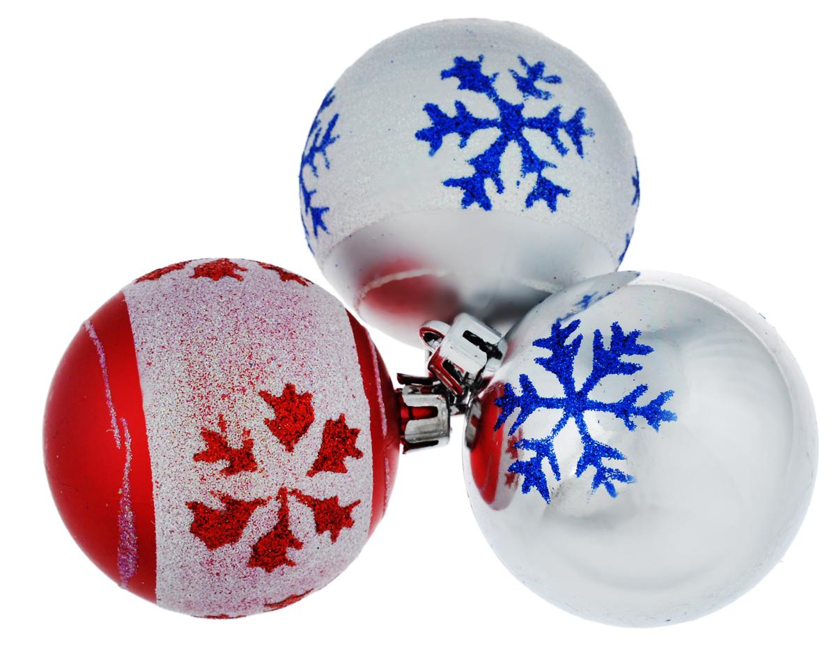 Набор новогодних подвесных украшений EuroHouse, цвет: бело-серебристый, бело-красный, серебристый, диаметр 6 см, 3 шт. ЕХ9268_1ЕХ9268_1 белый, серебристый/1 красный, белый/1 серебристыйНабор новогодних подвесных украшений EuroHouse прекрасно подойдет для праздничного декора новогодней ели. Набор состоит из 2 пластиковых украшений в виде матовых шаров с белой полоской и 1 глянцевого. Для удобного размещения на елке для каждого изделия предусмотрена текстильная петелька. Елочная игрушка - символ Нового года. Она несет в себе волшебство и красоту праздника. Создайте в своем доме атмосферу веселья и радости, украшая новогоднюю елку нарядными игрушками, которые будут из года в год накапливать теплоту воспоминаний.