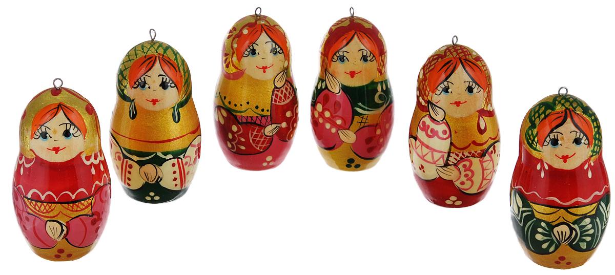 Набор елочных игрушек Василиса Матрешки. Хоровод, 6 шт. Ручная работанг.ва.кшмНабор игрушек Василиса Матрешки. Хоровод прекрасно подойдет для праздничного декора новогодней ели. Он включает 6 деревянных матрешек с ручной круговой росписью. Все игрушки отличаются друг от друга узором платка и оформлением. Каждая матрешка оснащена металлической петелькой, через которую можно пропустить шнурок. Елочная игрушка - символ Нового года. Она несет в себе волшебство и красоту праздника. Создайте в своем доме атмосферу веселья и радости, украшая новогоднюю елку нарядными игрушками, которые будут из года в год накапливать теплоту воспоминаний. Откройте для себя удивительный мир сказок и грез. Почувствуйте волшебные минуты ожидания праздника, создайте новогоднее настроение вашим дорогим и близким. Размер игрушек: 3 см х 3 см х 6 см.