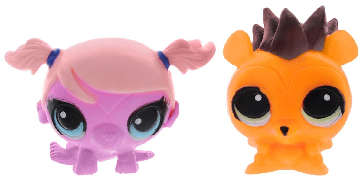 Littlest Pet Shop Игрушки-мялки Рассел Фергюсон и Минка Марк53051-0000012-01Игрушки-мялки Littlest Pet Shop Рассел Фергюсон и Минка Марк непременно понравятся вашей малышке! Игрушки выполнены в виде известных персонажей мультфильма Маленький зоомагазин. Они изготовлены из пластичной массы, которую можно сжимать, крутить, кидать в стену и с ними ничего не случится. При ударе об стенку, игрушки расплющиваются и снова принимают свою форму. Игрушки-мялки способствюет развитию мелкой моторики пальцев рук, развивают творческое мышление, укрепляют кистевые мышцы рук, создают позитивный эмоциональный фон и являются замечательным антистрессом. Порадуйте своего ребенка таким замечательным подарком!