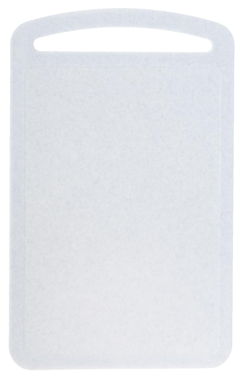 Доска разделочная Idea, цвет: белый, 31,5 х 19,5 смМ 1573_белыйРазделочная доска М-пластика Idea, выполненная из высокопрочного пищевого полипропилена (пластика), станет незаменимым атрибутом приготовления пищи. Доска устойчива к повреждениям и не впитывает запахи, идеально подходит для разделки мяса, рыбы, приготовления теста и для нарезки любых продуктов. Изделие снабжено ручкой и желобками по краю для стока жидкости.