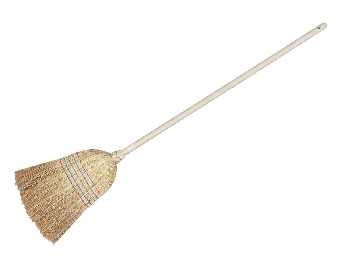 Метла натуральная York Сорго0023Метла York Сорго, выполненная из натуральной соломы сорго, предназначена для подметания пола. Сорго - гибкое и долговечное волокно, широко используется в бытовых и хозяйственных нуждах, метлы и веники из сорго отлично собирают мусор. Метла прошита прочной нитью в 5 рядов и оснащена деревянной рукоятью с отверстием для подвешивания. Кончики метлы ровно обстрижены. Общая длина метлы: 135 см. Ширина рабочей поверхности: 35 см.