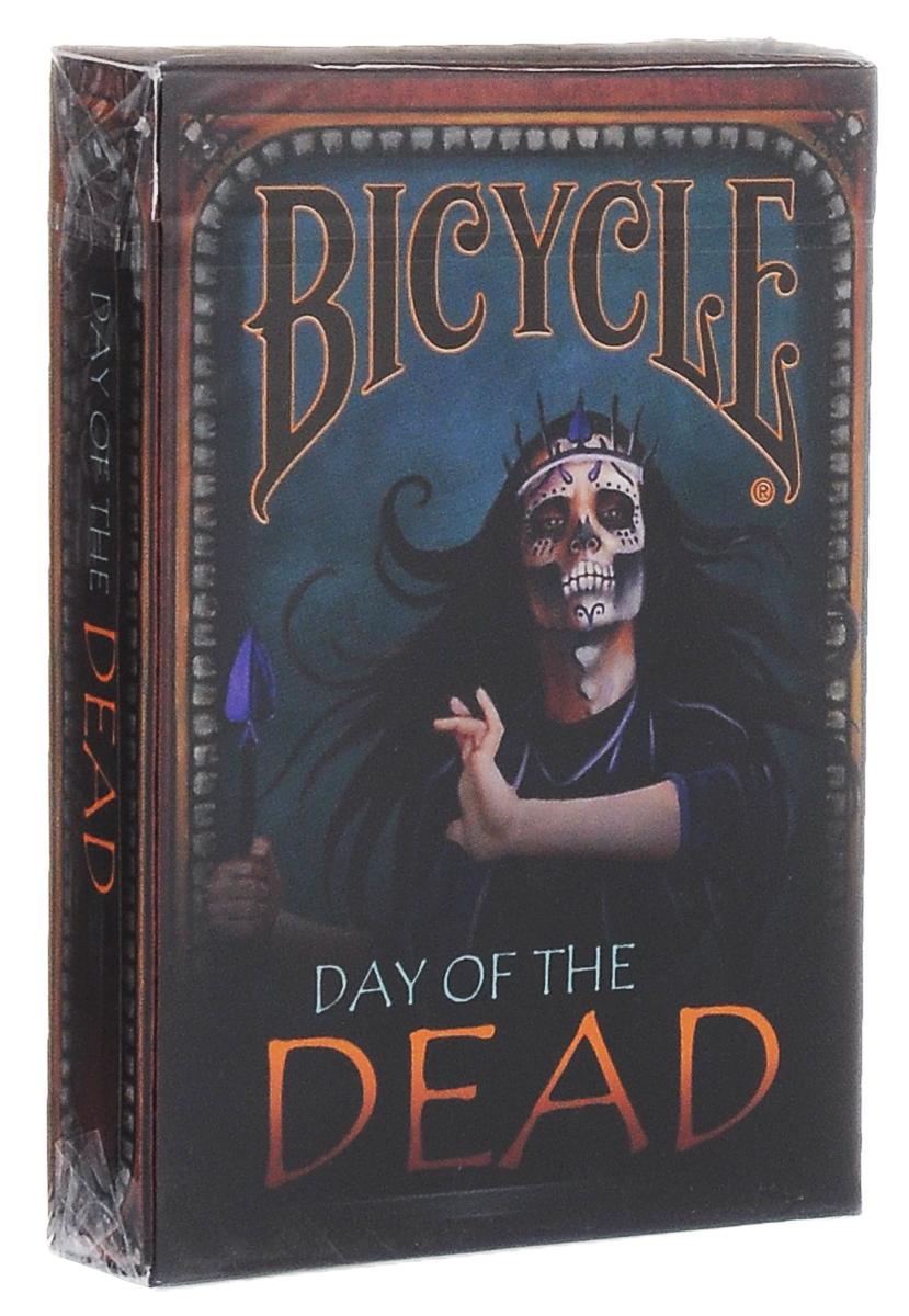 Карты игральные коллекционные Bicycle День мертвеца, цвет: черный, синийК-407Коллекционные игральные карты Bicycle День мертвеца выполнены из высококачественного картона. Карты имеют покерный размер и стандартный индекс. Колода выпущена в честь так называемого дня мертвеца - мексиканского праздника. Родственники и друзья собираются в конце ноября и поминают всех, кто ушел от них. Каждая карта имеет уникальный дизайн. От взгляда на них у некоторых могут пойти мурашки по коже. Подходят как для новичков, так и для профессионалов. Игральные карты Bicycle День мертвеца станут прекрасным подарком для всех любителей карточных игр и фокусов, а также самых взыскательных коллекционеров.