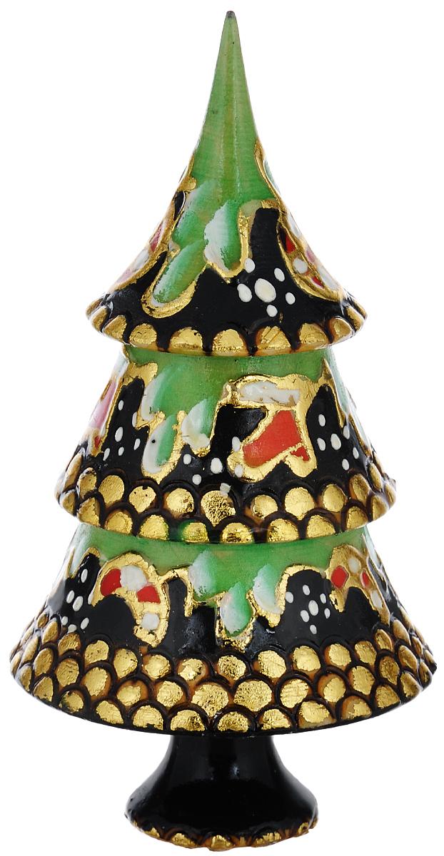 Набор игрушек-матрешек Василиса Елка, 3 места, высота 14 см. Ручная работанг.е3мНабор игрушек-матрешек Василиса Елка - прекрасный подарок на Новый год. Набор состоит из 3 деревянных игрушек: большой елки, Деда Мороза и Снеговичка. Все фигурки разной формы. Высококачественная ручная роспись создает праздничное настроение. Имеется подпись автора. Порадуйте своих друзей и близких этим замечательным подарком! Комплектация: 3 шт. Размер самой большой игрушки: 7 см х 7 см х 14 см. Размер самой маленькой игрушки: 2 см х 2 см х 4 см.