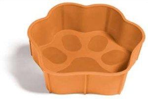 Миска SafeMade Flex Safe, гибкая, цвет: оранжевый, 300 мл5012Миска Flex Safe разработана для братьев наших меньших. Миску можно крутить, сворачивать и даже растягивать. Неважно, что Вы будете с ней делать, Flex Safe всегда возвращает свою исходную форму. Эти миска идеально подходит как для путешествий, так и для повседневного использования. Flex Safe изготовлена из материалов, которые легко моются в обычной воде. Более того в этой миске можно выпекать вкусные угощения для вашей собаки, а так же разогревать еду в микроволновой печи. Объем: 300 мл