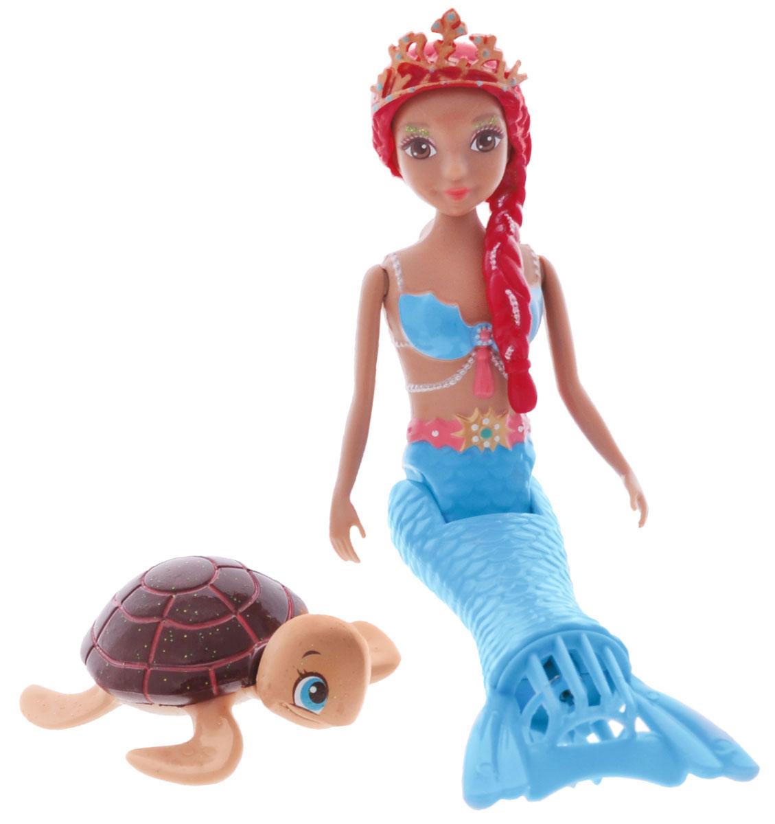 Redwood Мини-кукла Танцующая русалочка Амелия159295Танцующая Русалочка Амелия приведет в восторг вашу малышку! Это электро-механическая игрушка, которая может нырять, плавать и танцевать под водой. Траектория движения игрушки зависит от наклона хвоста. Ручки, голова и хвост у куколки подвижны. При погружении куклы в холодную воду, у нее меняется цвет хвоста и купальника (с нежно голубого на фиолетовый), как по волшебству! В наборе с русалочкой имеется ее маленький питомец - забавная морская черепашка. Игрушка работает от 1 батарейки типа ААА (в комплект не входит).
