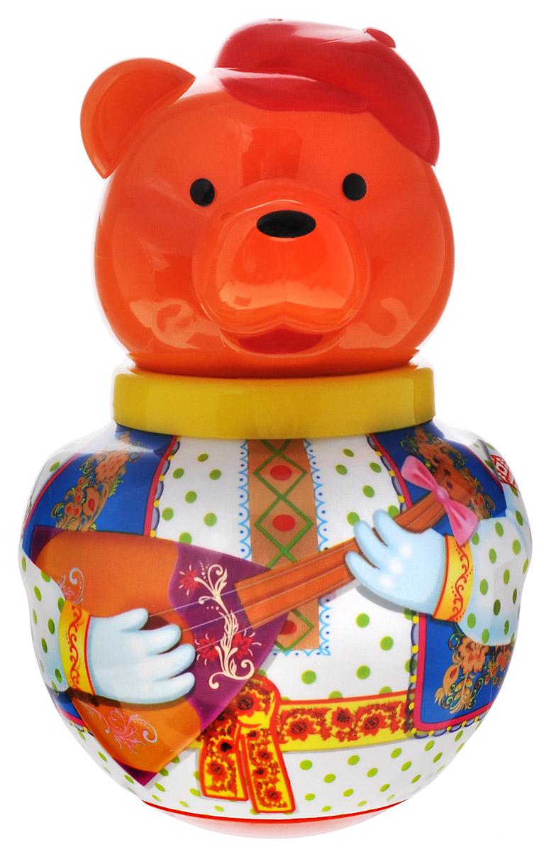 Stellar Неваляшка Бурый медведь Потапыч с балалайкой1735_с балалайкойНеваляшка Stellar Бурый медведь Потапыч привлечет внимание вашего малыша и не позволит ему скучать. Игрушка выполнена из пластика в виде забавного мишки в русской национальной одежде, держащего в лапах балалайку. Неваляшка всегда возвращается в вертикальное положение, забавно покачиваясь под приятный звук бубенчиков и развлекая малыша. Неваляшка развивает мелкую моторику, координацию, слух и цветовое восприятие.