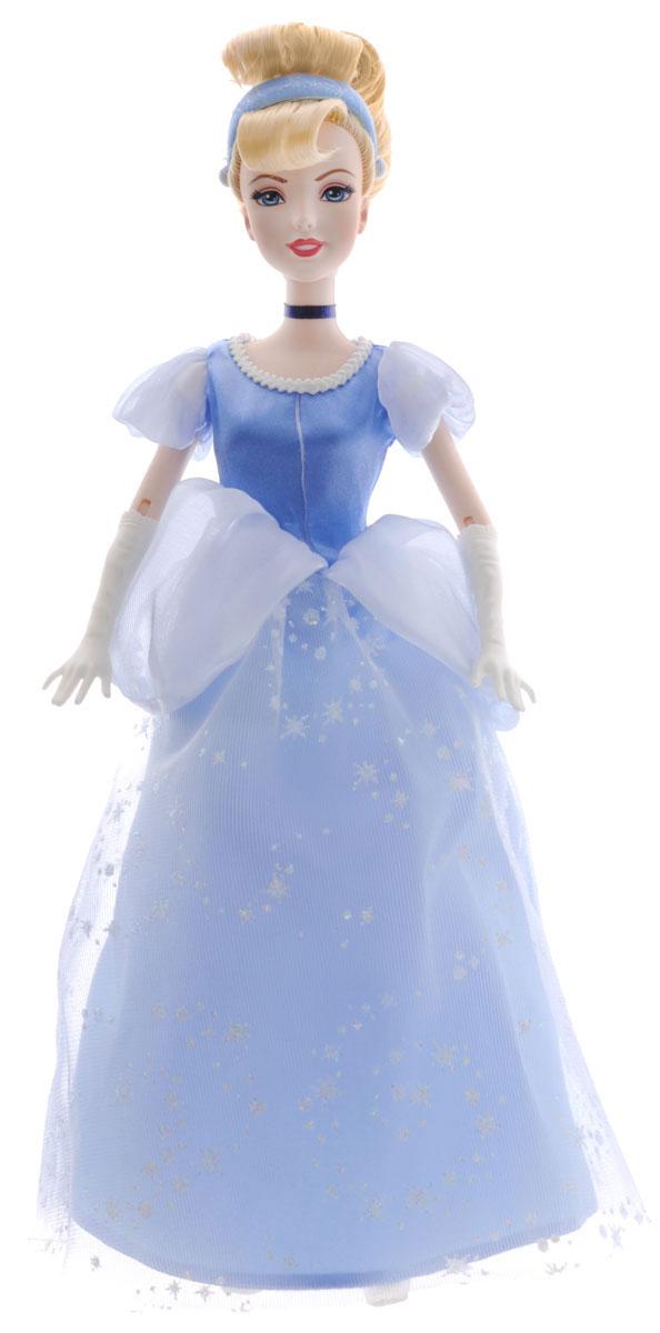 Disney Princess Кукла Золушка цвет платья белый голубойBDJ26(BDJ27/BDJ28/BDJ29)Кукла Disney Princess Принцесса Золушка поможет вашей малышке окунуться в сказочный мир. Куколка выполнена в виде главной героини диснеевского мультфильма Золушка. Золушка одета в голубое платьице, украшенное блестящей сетчатой вставкой со звездами, а на ногах - прозрачные туфельки на каблучках. На светлых волосах, убранных в красивую прическу, красуется стильный ободок. Ручки куклы на шарнирах. Ножки и голова куколки подвижны. Ваша малышка с удовольствием будет играть с этой куколкой, проигрывая сюжеты из мультфильма или придумывая различные истории.