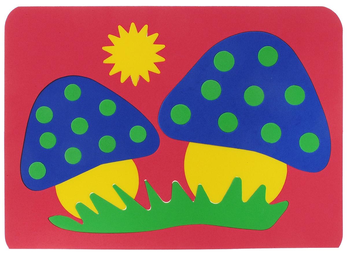 Август Мягкая мозаика Грибы цвет основы красный27-2003_красныйМягкая мозаика Грибы выполнена из мягкого полимера, который дает юному конструктору новые удивительные возможности в игре. Мозаика представляет собой основу, в которой из двадцати четырех элементов собираются яркие грибы-мухоморы. Детали мозаики гнутся, но не ломаются, их всегда можно состыковать. Ребенок сможет собрать грибы и в ванной, благодаря тому, что элементы мозаики можно намочить и они отлично будут прилипать к стенке. Такая мозаика способствует развитию моторики пальцев и рук ребенка, развивает координацию движений, внимание, память, фантазию, а также помогает научиться воспринимать детали, как часть целого.