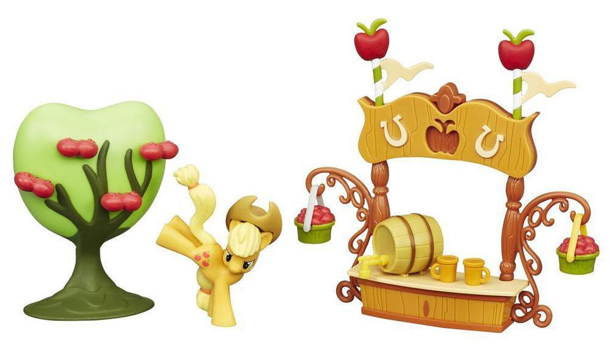 My Little Pony Игровой набор Производство сокаB2073_B2211Игровой набор My Little Pony Производство сока обязательно порадует поклонницу популярного мультсериала My Little Pony. Набор представляет собой целый тематический эпизод из мультфильма! Там есть киоск по продаже сока, яблоня со спелыми фруктами и фигурка пони Эпплджека. Киоск декорирован развевающимися флажками и ярко-красными яблоками. На прилавке - бочонок со специальным краном и две кружки, а по бокам пони подвесила корзинки, полные спелых фруктов. Игра с таким набором способствует развитию воображения, мелкой моторики и творческого мышления. Все элементы набора выполнены из высококачественного пластика. Порадуйте вашу малышку таким замечательным подарком!
