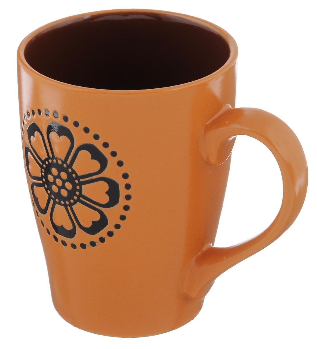 Кружка Wing Star Шафран, цвет: оранжевый, коричневый, 350 млLJ10-0872M_оранжевый, коричневыйКружка Wing Star Шафран покорит вас своей красотой и качеством исполнения. Изделие выполнено из высококачественной керамики - обожженной, глазурованной снаружи и изнутри глины с оригинальным рисунком. При изготовлении использовался рельефный способ нанесения декора, когда рельефная поверхность подготавливается в процессе формовки, и изделие обрабатывается с уже готовым декором. Благодаря этому достигается эффект неровного на ощупь рисунка, как бы утопленного внутрь глазури и являющегося его естественным элементом. Такая кружка прекрасно подойдет для горячих и холодных напитков. Она дополнит коллекцию вашей кухонной посуды и будет служить долгие годы. Можно использовать в посудомоечной машине и СВЧ. Объем кружки: 350 мл. Диаметр кружки (по верхнему краю): 8,5 см. Высота стенки кружки: 11,5 см.