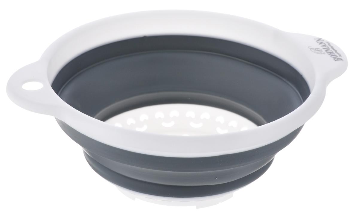 Дуршлаг Bohmann, цвет: белый, серый, диаметр 18 см7906BHNEWСкладной дуршлаг Bohmann станет полезным приобретением для вашей кухни. Он изготовлен из высококачественного пищевого силикона и пластика. Оснащен 2 ручками. Прекрасно подходит для процеживания, ополаскивания и стекания макарон, овощей, фруктов. Дуршлаг компактно складывается, что делает его удобным для хранения. Внутренний диаметр: 18 см. Размер дуршлага (с учетом ручек): 23,5 см х 19,5 см. Минимальная высота дуршлага: 3,5 см. Максимальная высота дуршлага: 8,5 см.