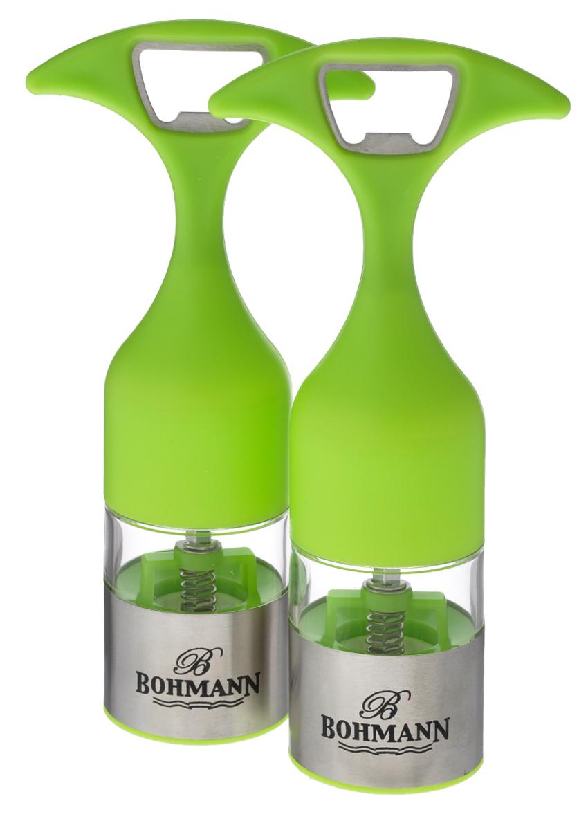 Набор мельниц для соли и перца Bohmann, цвет: прозрачный, салатовый, 2 шт7832BHНабор Bohmann состоит из мельниц для соли и перца. Предметы набора оснащены регулируемым керамическим перемалывающим механизмом. Акриловый контейнер с основой из нержавеющей стали оснащен удобной ручкой, которую также можно использовать в качестве открывалки для бутылок. Набор Bohmann станет прекрасным дополнением к вашей коллекции кухонных аксессуаров. Можно мыть в посудомоечной машине. Высота мельниц (с учетом ручки): 16,5 см. Диаметр мельниц: 4,5 см.