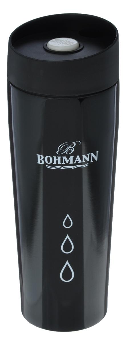 Термокружка Bohmann, цвет: черный, 450 мл4455BH/NEWТермокружка Bohmann выполнена из высококачественной окрашенной нержавеющей стали. Кружка оформлена надписью Bohmann и рисунком. Кружка идеально подходит как для горячих, так и для холодных напитков, надолго сохраняя их температуру. Герметичная завинчивающаяся крышка выполнена из пластика и оснащена кнопкой-фиксатором слива, что предотвращает проливание. Также имеется отверстие для питья. Можно мыть в посудомоечной машине. Диаметр термокружки по верхнему краю: 6,8 см. Диаметр дна термокружки: 5,8 см. Высота термокружки (с учетом крышки): 20,5 см.