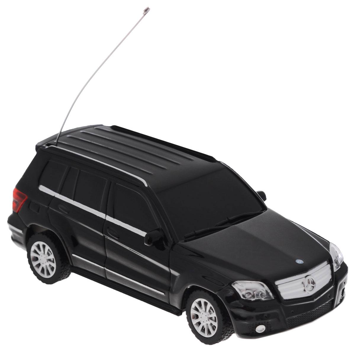 Rastar Радиоуправляемая модель Mercedes-Benz GLK-Class цвет черный32000_черныйРадиоуправляемая модель Rastar Mercedes-Benz GLK-Class станет отличным подарком любому мальчику! Все дети хотят иметь в наборе своих игрушек ослепительные, невероятные и крутые автомобили на радиоуправлении. Тем более, если это автомобиль известной марки с проработкой всех деталей, удивляющий приятным качеством и видом. Одной из таких моделей является автомобиль на радиоуправлении Rastar Mercedes-Benz GLK-Class. Это точная копия настоящего авто в масштабе 1:43. Возможные движения: вперед, назад, вправо, влево, остановка. Имеются световые эффекты. Пульт управления работает на частоте 27 MHz. Для работы игрушки необходимы 2 батарейки типа ААА (не входят в комплект). Для работы пульта управления необходимы 2 батарейки типа АА (не входят в комплект).