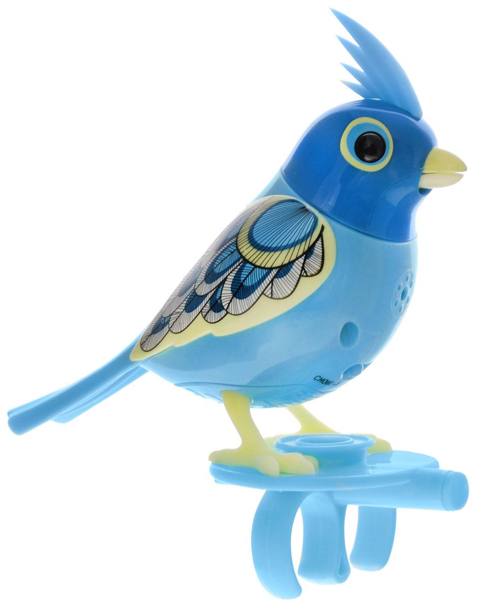 DigiBirds Интерактивная игрушка Птичка Chief88286_голубойИнтерактивная игрушка Птичка DigiBirds Chief - это забавная интерактивная игрушка, которая займет малыша на длительное время. Птичка стоит на специальном свистке, который удобно держать на двух пальцах. Эта игрушка умеет выполнять разные действия: щебетать, петь песенки, при этом двигая головой и клювом. Если подуть на грудку птички, она начнет щебетать. Если подуть в свисток, птичка станет исполнять известную песенку. Игрушка воспроизводит свыше 55 музыкальных свистов. 2 режима работы игрушки: соло и хор. При переключении в режим хора можно последовательно подсоединять птичек к главной, в результате они будут вместе исполнять песенки вслед за главной птичкой и щебетать друг с другом. Игрушка развивает музыкальный слух, любовь к музыке и животным. Для работы игрушки необходимы 3 батарейки напряжением 1,5V типа AG13/LR44 (товар комплектуется демонстрационными).